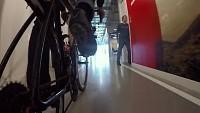 دوچرخه سواری در ساختمان اداری!