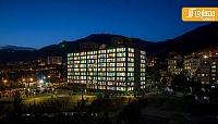 شیشه های رنگی در معماری ساختمان اداری کاوه