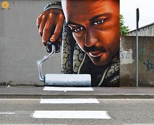 هنر خیابانی گرافیتی، در غالب پرسوناژ به جای الفبای گرافیکی