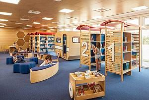دکوراسیون داخلی کتابخانه در مدرسه ابتدایی