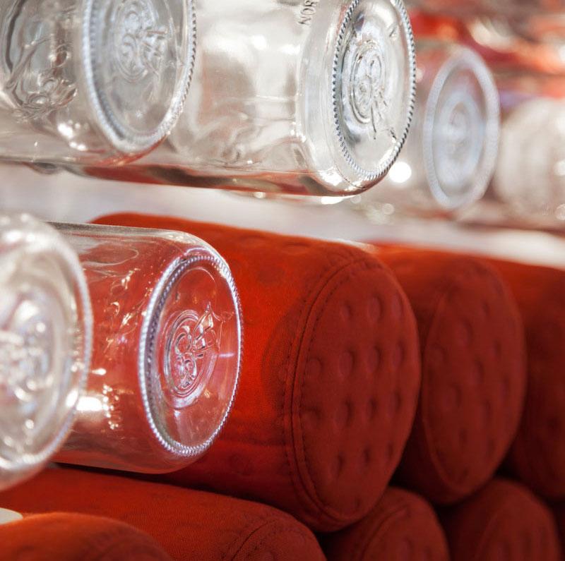 طراحی خلاقانه یک کافه بار، با 4000 شیشه مربا