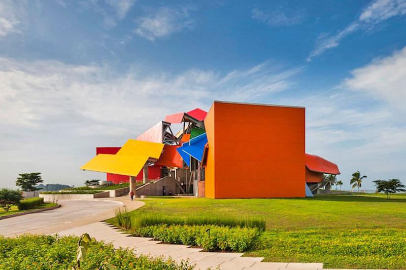 معماری رنگارنگ و هیجان انگیز