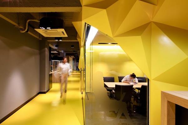 فضای اداری با رنگ زرد