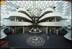 معماری دانشگاه برتر در پایتخت آلمان (Norman Foster)