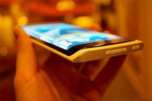 سامسونگ اولین تلفن هوشمند با صفحه نمایش منحنی را در سه ماهه چهارم 2013 معرفی میکند