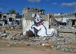 """مشهورترین گرافیتی جهان،  """"بنکسی""""  در غزه"""