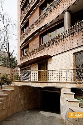 معماری ساختمان مسکونی نخجوان - آجر دستساخت قرمز و تراورتن صورتی