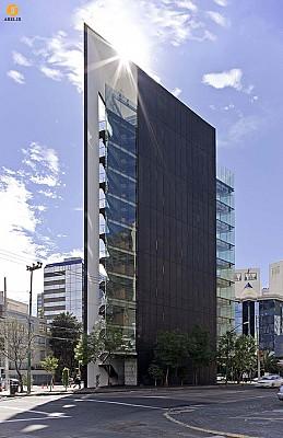 معماری و طراحی برج اداری Tres Picos
