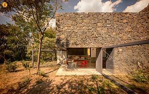 طراحی و معماری خانه با بازشو های عظیم گردان