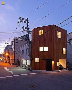 طراحی و معماری خانه ای کوچک در نبش خیابان
