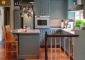 طراحی داخلی آشپزخانه با کابینت های طوسی + بررسی 20 ایده
