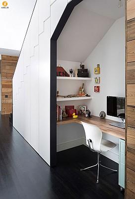 طراحی دفتر کار برای فضای زیر پله خانه