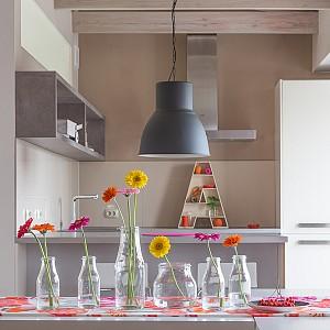 طراحی داخلی آپارتمان: ترکیب رنگ های شاد و خنثی در دکوراسیون داخلی