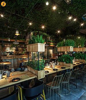 طراحی داخلی رستورانی شبیه به گلخانه