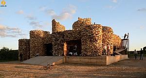 استفاده از چوب بازیافتی برای ایجاد تندیسی معمارانه