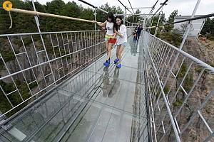 طراحی بزرگترین پل شیشه ای جهان/ترسناک اما فوق العاده