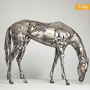 هنرمندی که از ضایعات فلزی مجسمه می سازد