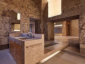 بازسازی خانه ای مدرن در کالبدی تاریخی