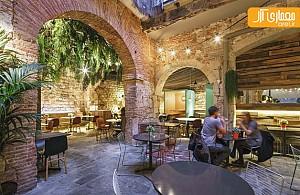 طراحی داخلی رستوران با حفظ ساختار سنتی بنا
