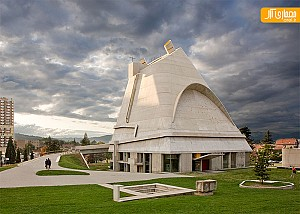 معماری کلیسا سنت پیتر توسط لوکوربوزیه