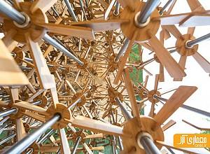 خلاقیت در طراحی غرفه ای با چرخ دنده های چوبی