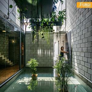 معماری خانه ای با دو حیاط مرکزی