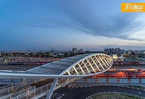 پل عابر پیاده با معماری های-تک