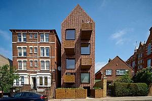 طراحی آپارتمان آجری با بالکن های حصیری توسط امین طاها