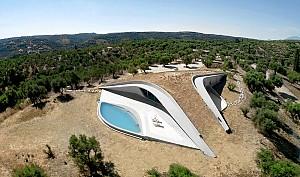 معماری خیره کننده ویلایی در یونان!
