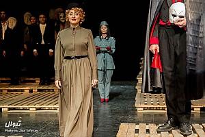 سه شنبه های تئاتر: مفیستو، سیستم گرون هلم و از پشت پلک های نیمه باز
