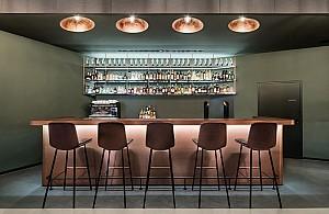طراحی داخلی رستوران مدرن با نورهای خیره کننده
