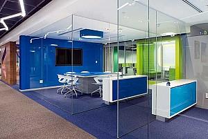 طراحی داخلی دفتر استارت آپ شرکت نرم افزازی کوربیکام