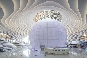 بررسی جایگاه و تأثیر سمفونی رنگ و نور در معماری پسامدرن کتابخانه ها/ سمیه آخشیک