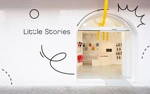 دکوراسیون داخلی فروشگاه کفش بچگانه: استفاده از ویترین های طاقی شکل و رنگ های خیره کننده