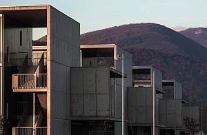 آیا استفاده از بتن توانست طراحان بیمارستان d'Olot i Comarcal را دچار چالش معماری کند؟