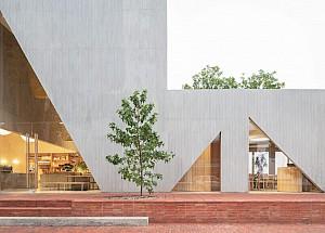 طراحی داخلی کافه قنادی با پنجره های مثلثی/کانسپتی متفاوت