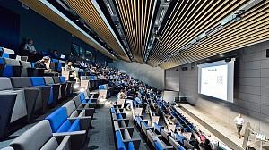 طراحی سالن کنفرانس با تکنولوژی صندلی متحرک