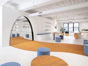خطای بصری در طراحی داخلی شوروم و فروشگاه کفش زنانه