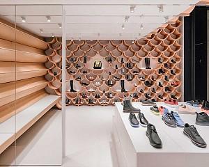 طراحی داخلی فروشگاه کفش در 260 متر