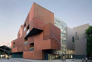 معماری دانشکده هنر و طراحی بارسلونا
