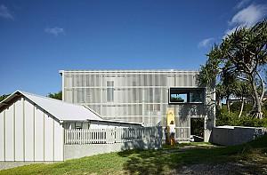 طراحی خانه ساحلی با نمای محفوظ