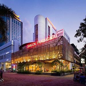 طراحی هتل بوتیک با نمای چوبی در مرکز شهر