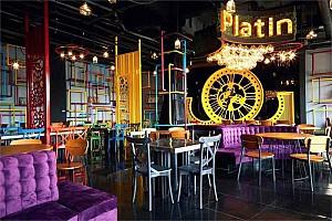 طراحی فود کورت پلاتین ترکیبی از سبک های مدرن و صنعتی