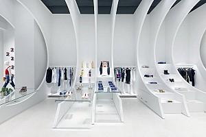 طراحی مدرن فروشگاه لباس با کانسپت تونلی