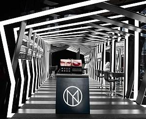 طراحی داخلی غرفه لوازم آرایشی از گروه معماری زاها حدید