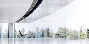 برخورد کارکنان با دیوارهای شیشهای در اپل پارک