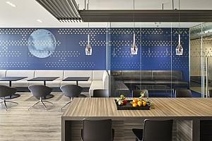 طراحی داخلی دفترکار با تنوع فضایی مبتنی بر کار گروهی