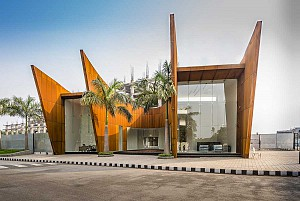 ساختمان اداری یک طبقه در جنوب هند با نمای شمالی