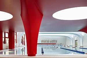 طراحی مجموعه ورزشی با تضادی از اشکال، متریال و رنگ ها