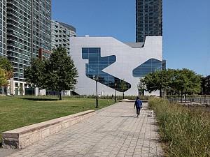 استیون هال : من به گونه ای از معماری که با روح صحبت می کند، علاقه مند هستم.